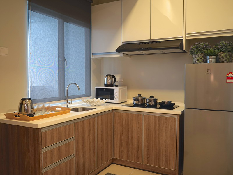 fully-equipped kitchenette