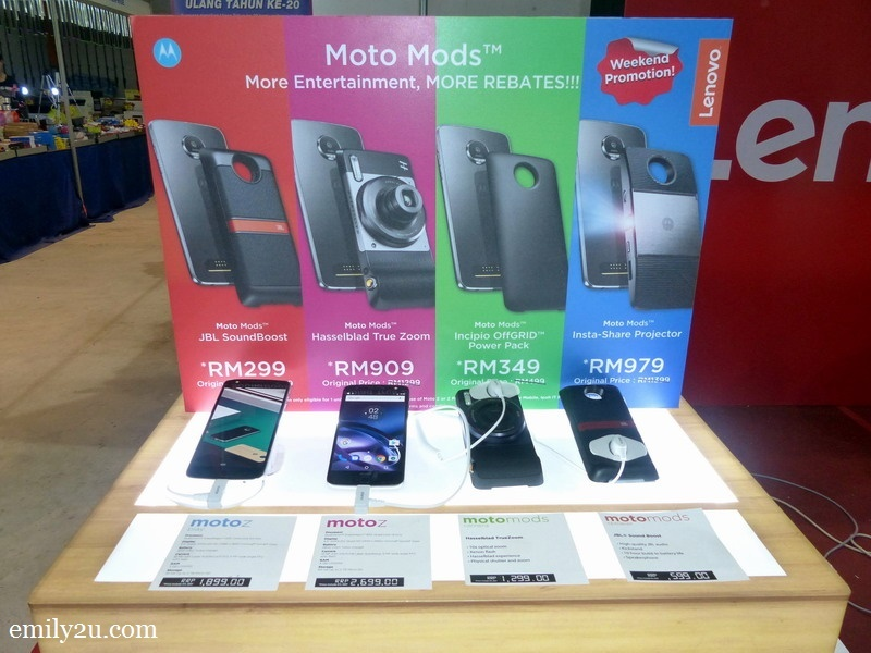 9. MotoZ phones and their mods at discounted prices