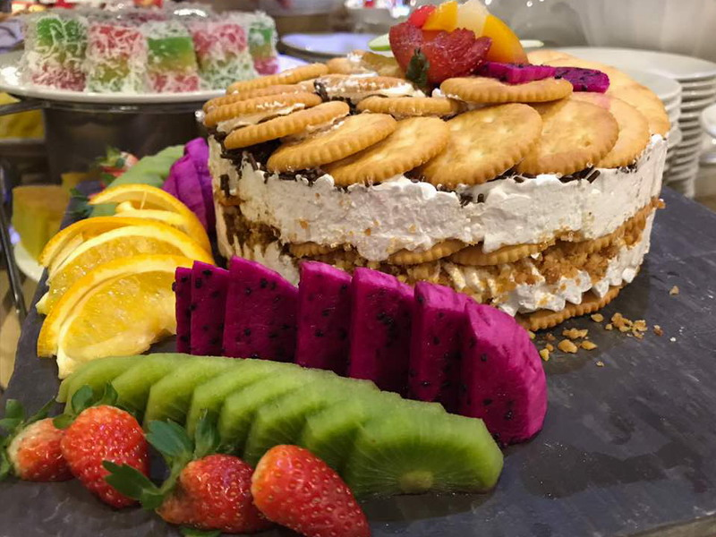 12. cakes and fruits