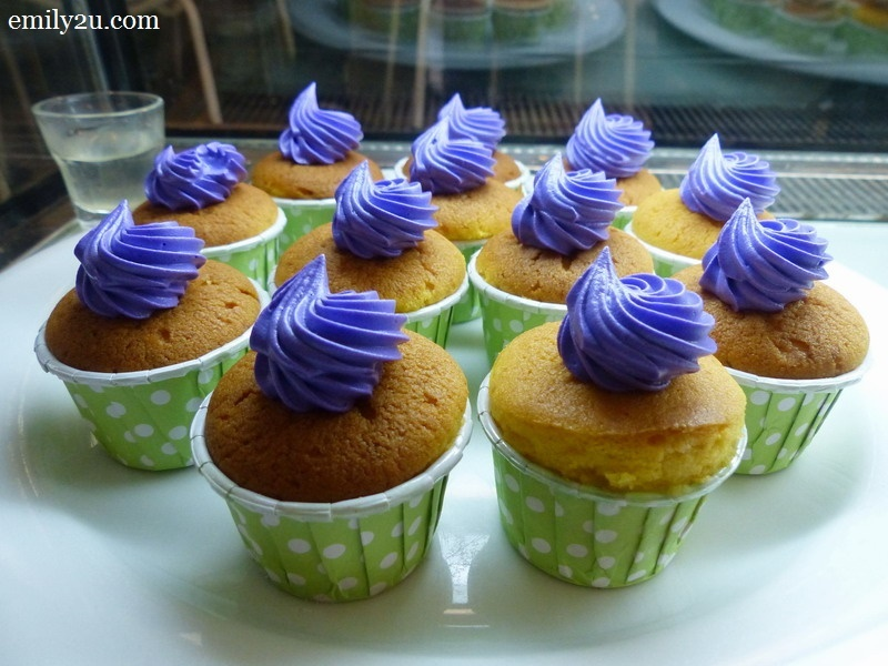 23. durian muffins