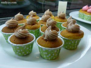 24 durian muffins
