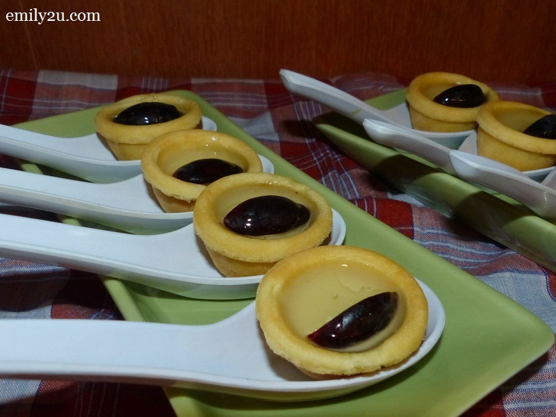 26. durian tarts