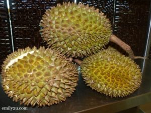 29 fresh durian fruits