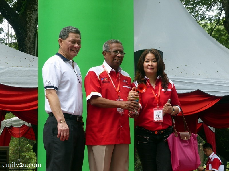 5. L-R: Malaysian Association of Hotels (MAH) President Sam Cheah, Ipoh City Councillor Haji Mohd Odzman bin Abdul Kadir & MAH (Perak) Chairperson Ms. Maggie Ong