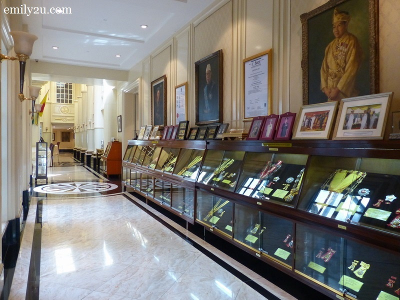 6. one of the many corridors of the palace, filled with exhibits and memorabilia