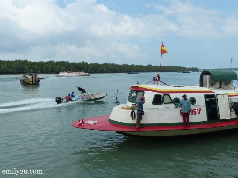 7. Khim Hoong Ferry Services - air-con speed boat