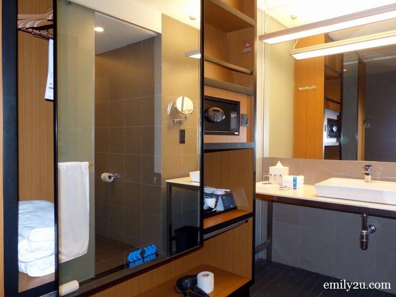 9. bathroom area