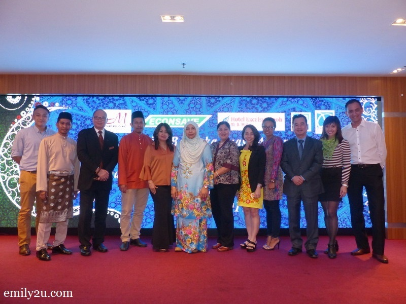 11. a group of organisers who made the event successful and their valued guests (L-R): French Hotel Manager Kenn Chah, Ipoh City Council Media Officer Mohd. Syahrizal Azmi, Hotel Excelsior Ipoh General Manager Ron Low, President of Kelab Sukan & Kebajikan Media Perak Wan Asrudi Wan Hasan, Syeun Hotel Ipoh Director Maggie Ong, Tourism Perak Chief Executive Officer Puan Zuraida Md. Taib, Symphony Suites Hotel General Manager Judy Ng, Syeun Hotel Ipoh Director of Sales & Marketing Elena Phor, Lost World of Tambun Assistant Director of Sales Syu, Weil Hotel General Manager George King, Marketing Manager Rains Choong & MU Hotel General Manager Kenneth Perreau