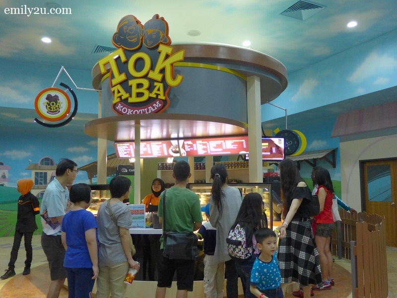 12. exit the 4D theatre to Tok Aba
