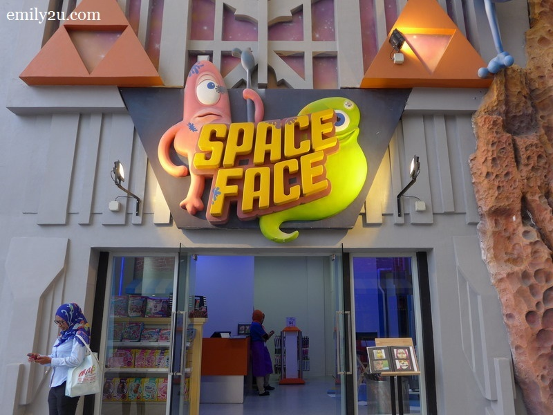 19. Space Face - face painting parlour