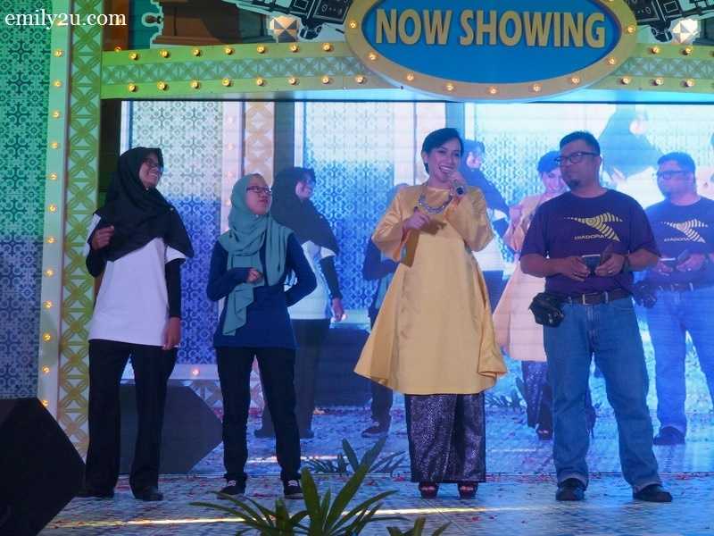 7. Misha Omar sings Selamat Hari Raya song with these three selected audience