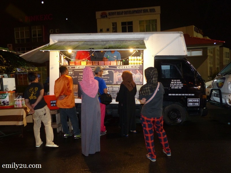8. quite a queue for Ipoh Black Coffee