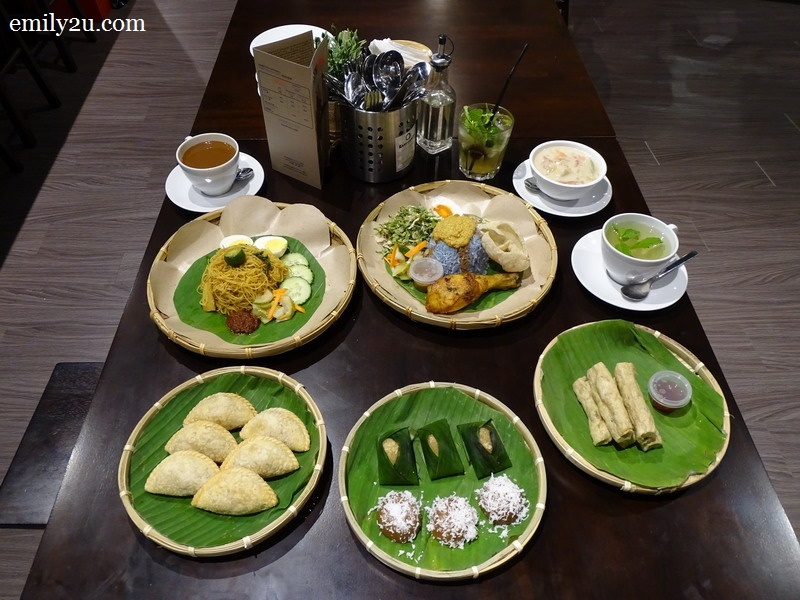 signature dishes from the café at East Coast Art & Souvenir Shop