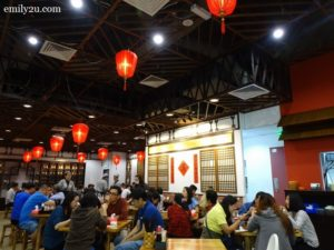 2 GO Noodle House interior