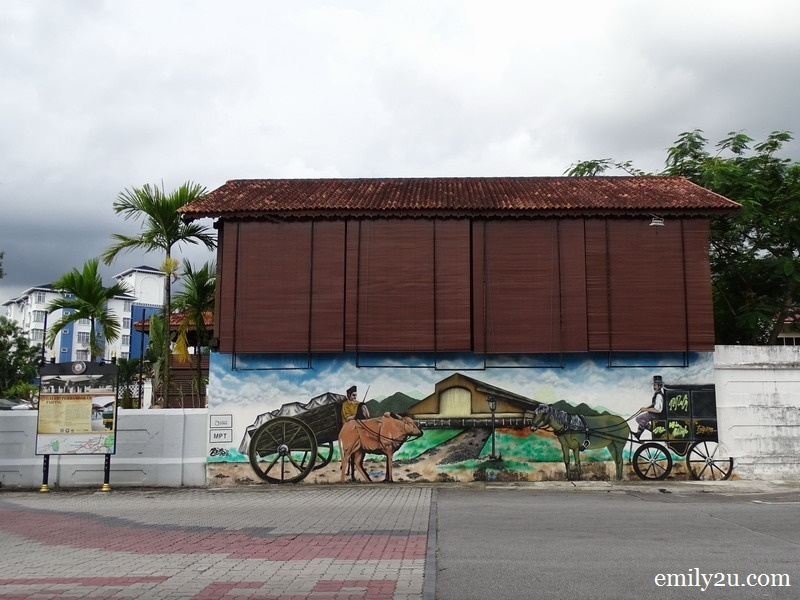 2. a mural outside Galeri Perbadanan Taiping