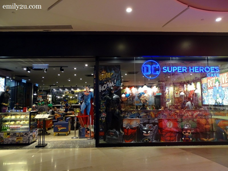 DC Comics Super Heroes Café, SkyAvenue