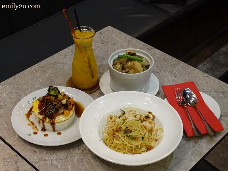 clockwise from left: Citrus Blast, Marmite Chicken Rice, Sauteed Chicken with Ginger & Spring Onion Rice & Spaghetti Aglio Olio with Seafood