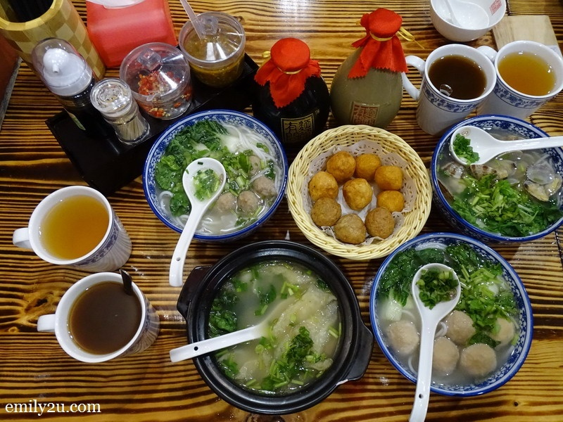 clockwise from right: Imported Clams (Lala), Bursting Meat Balls, Fish Maw, Pork Tendon Balls & Nine Dragon Balls (in basket) to be washed down with Bentong Ginger Tea (dark) and leung sui (light)