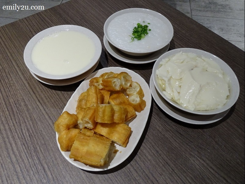 set of Yootiao, porridge and soya bean with add-on order of tau fu fah