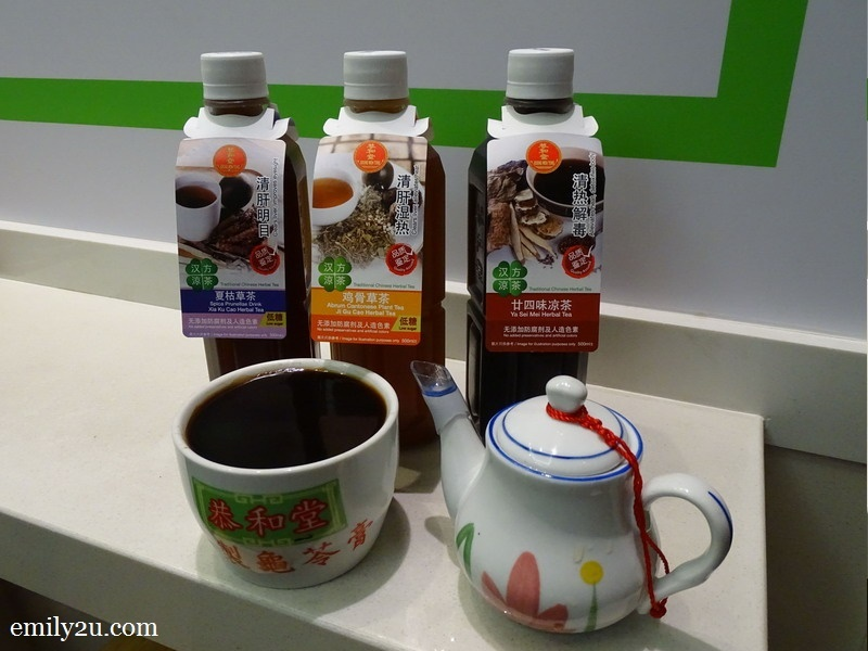 Chinese herbal tea and herbal jelly (Gui Lin Gao)