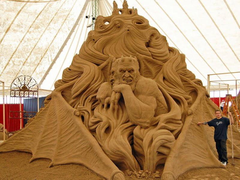 Sculptor Ray Villafane