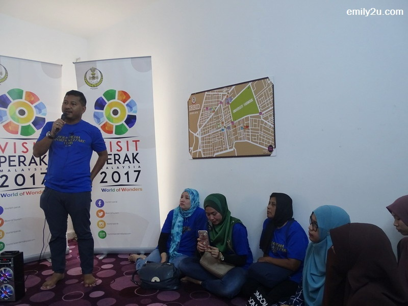 1. KSKMP adviser-cum-delegation leader, Datuk Akmar Hisham Mokhles, gives a prep talk to the Malaysian students who attended the informal gathering in Irbid, Jordan