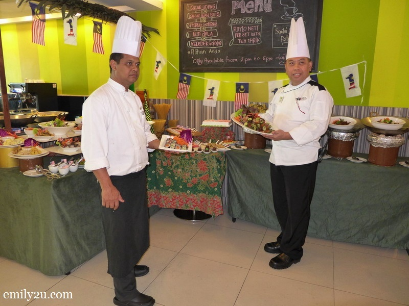 1. Chef Azman Azelah (L) & Executive Chef Sariman Jamil (R)