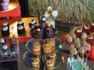 16 cakes pastries desserts