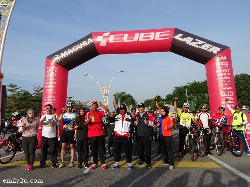 1. flag off 3R fun ride (River Recce Ride) by Ipoh City Mayor Dato' Zamri Man