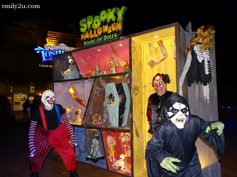 1. a preview of Spooky Halloween House of Dolls at the entrance of the Lost World of Tambun