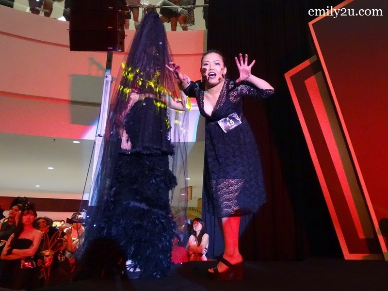 15. Tan Shu Xian with Bloody Beauty