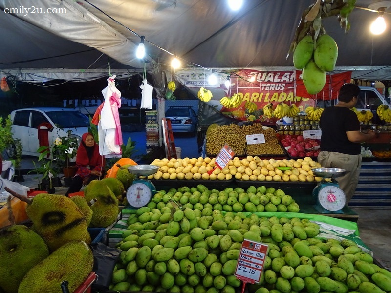 17. fruits stall
