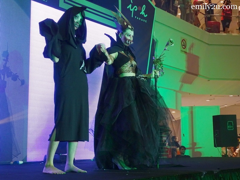 19. Choy Chui Ying with Queen of Vampire Isabella