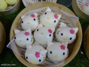 3 Hello Kitty pau