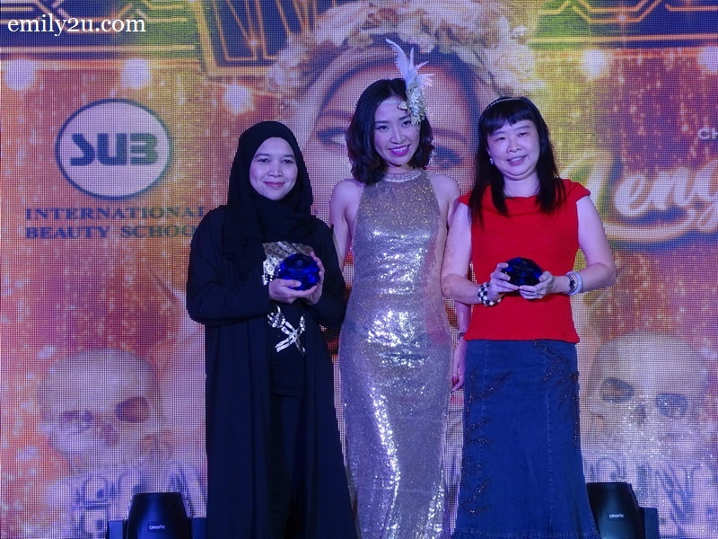 3. SUB Beauty General Manager Carrie Lam (m) with two of the sponsors