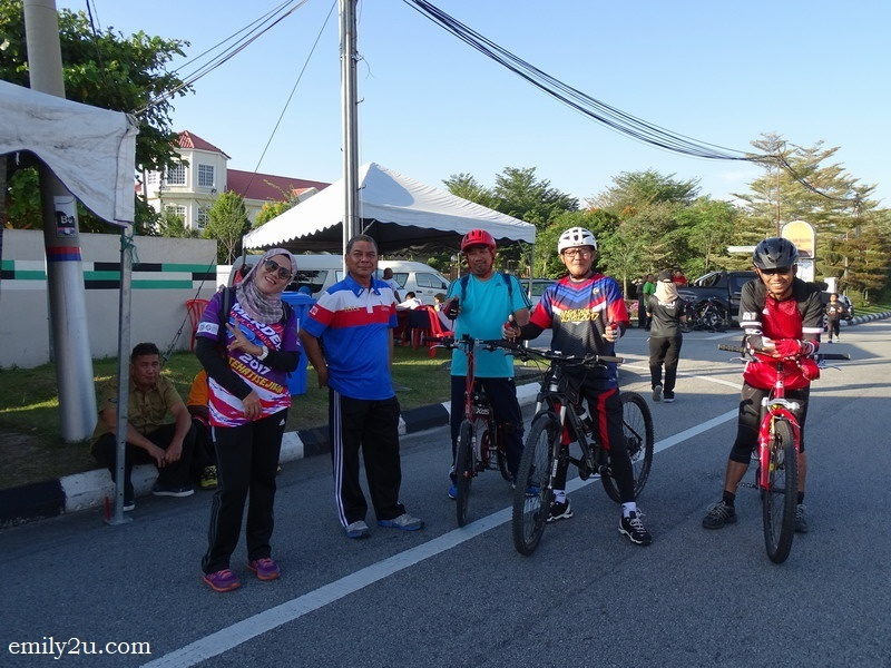 7. staff from the Ipoh City Council enjoy themselves