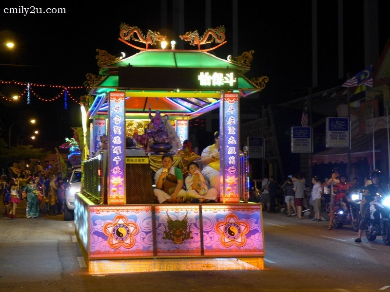 7. one of the many decorated floats