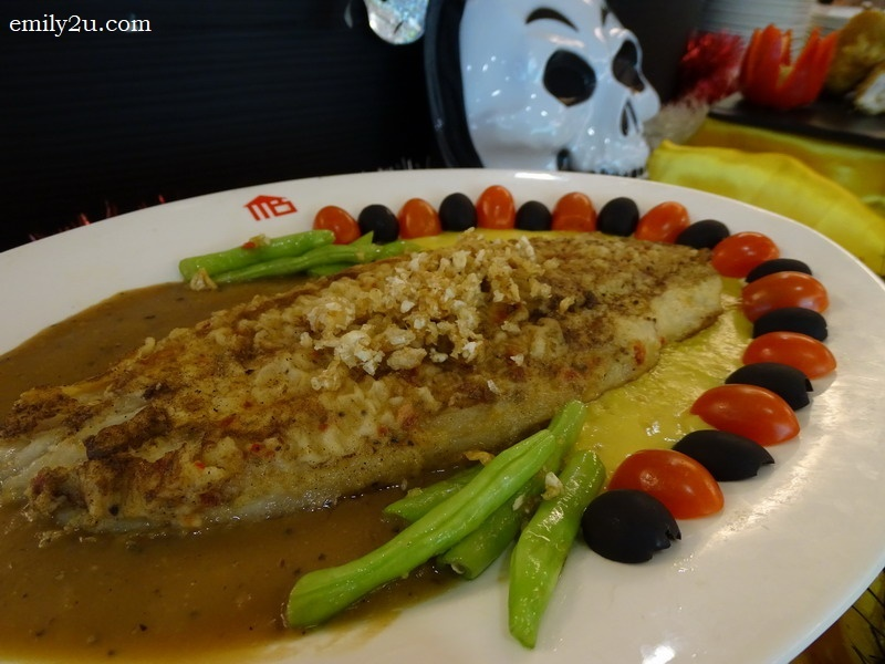 7. grilled fish with garlic and black pepper sauce