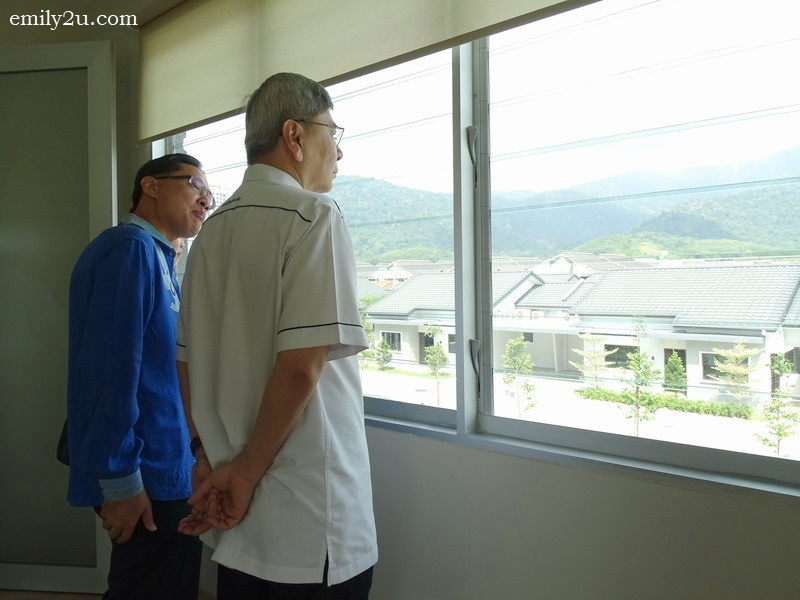 8. Y.B. Datuk Seri Mah Siew Keong, accompanied by Mr. John Chong, views GreenAcres Retirement Village from the Yoga Room