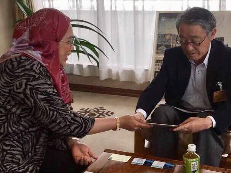Puan Noorul Ashikin Mohd. Din (L) meets with Hakuba Goryo Mayor
