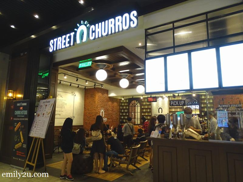 1. Street Churros, SkyAvenue