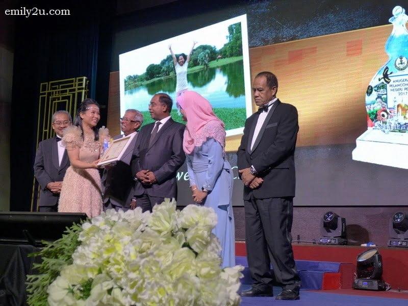 10. receiving the award (L-R): Perak State Financial Officer Dato' Haji Mohd Ghazali bin Jalal, yours truly, Perak Tourism Association Chairman Datuk Mohd Odzman Kadir, Perak Menteri Besar YAB Dato' Seri DiRaja Dr. Zambry Abdul Kadir, Perak State ExCo for Tourism YB Dato' Nolee Ashilin binti Dato' Mohammed Radzi and State Secretary Dato' Seri Abdul Puhat Mat Nayan