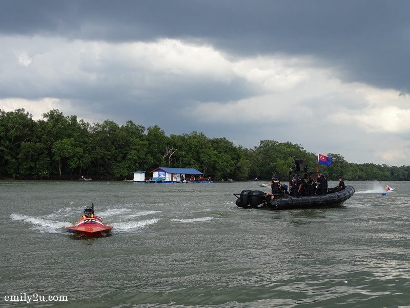 11. speed boat racing begins