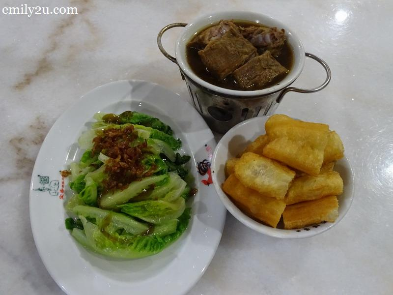 18. a modest set of Bah Kut Teh
