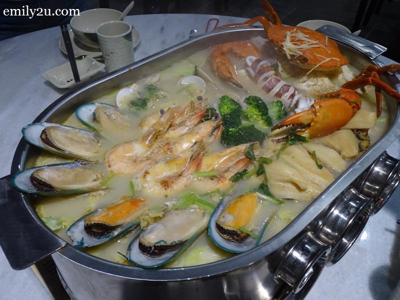 20. seafood pot