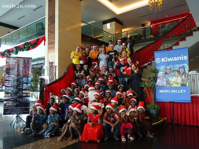 1. Children from four Homes with their guardians, and members of Kiwanis Club of Meru Valley as well as staff of Kinta Riverfront Hotel & Suites