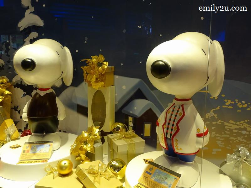 12. a total of 52 Snoopy figurines are placed all over SkyAvenue