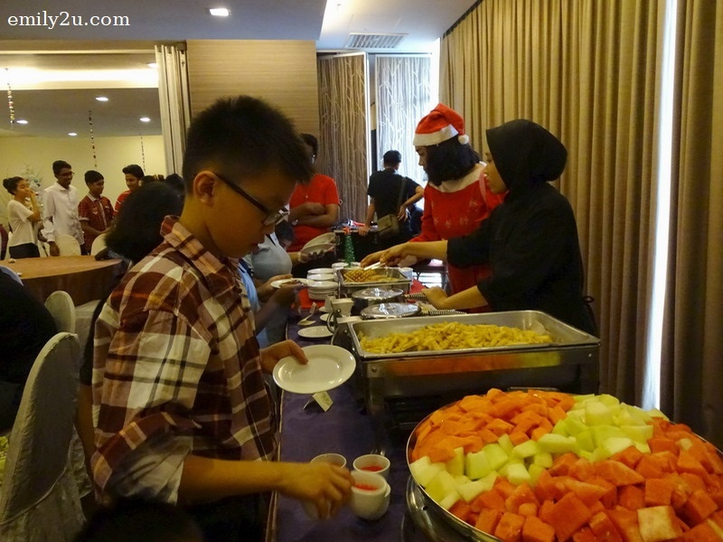 13. children feted to a scrumptious X'mas buffet