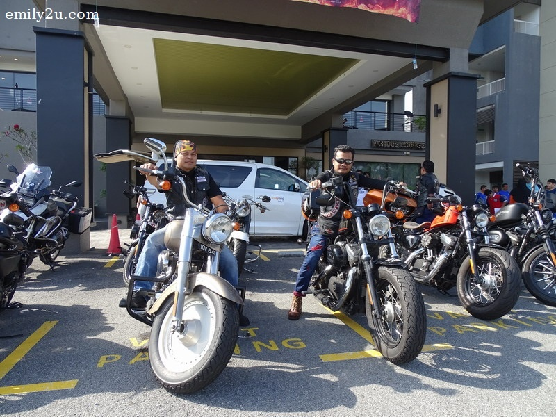18. aha, that's the owner Abrosz on his Fatboy (L) and Carlos on his Forty-Eight (R)