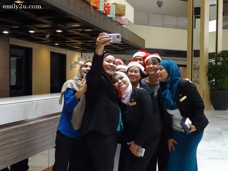 2. staff of Impiana Hotel Ipoh take a wefie